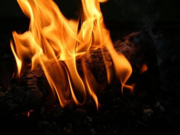 人体自然発火現象の実例と原因