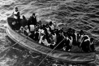 多くの乗客たちは避難せず絶望している人のために祈った