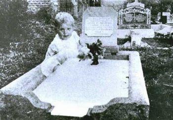 墓場に現れた実の娘