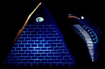 ピラミッド・アイ・タブレット 紫外線で光る