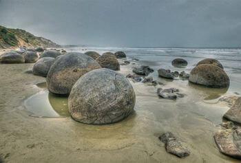南アフリカの金属球の種類