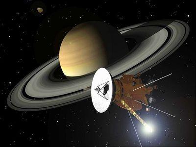 土星の輪の間を飛んだ探査機がある