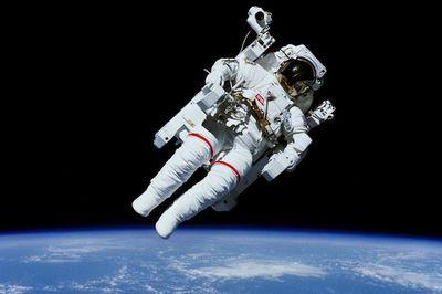宇宙服の価格は10億円