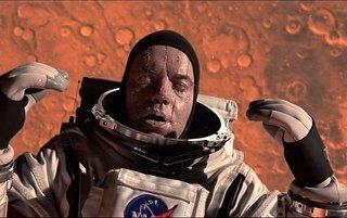 宇宙空間に投げ出されても死因は窒息死
