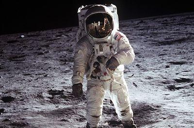 宇宙飛行士の給与は一般職員と同じ