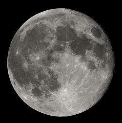 月は毎年3~4㎝ずつ地球から離れていっている
