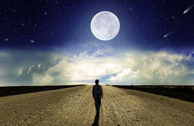 月まで歩くと44年かかる