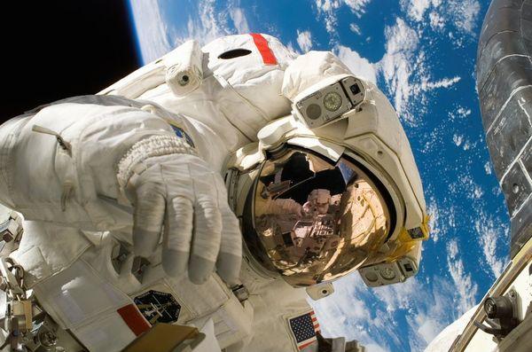 宇宙飛行士ってどうやってなるの...