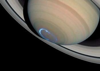 土星のオーロラ