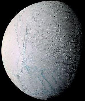 土星の衛星エンケラドゥス