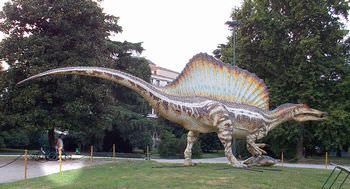 スピノサウルスはどのように発見された?