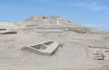 ナスカの地上絵 ピラミッド