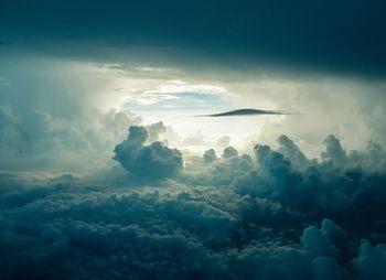 雲のトンネル