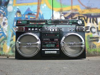 ラジオや鈴の音を鳴らす