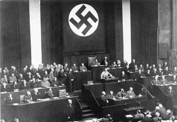 ヒトラー 国民選挙