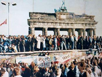 ヒトラーの予言 ベルリンの壁崩壊