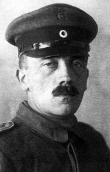 ヒトラーはスパイ